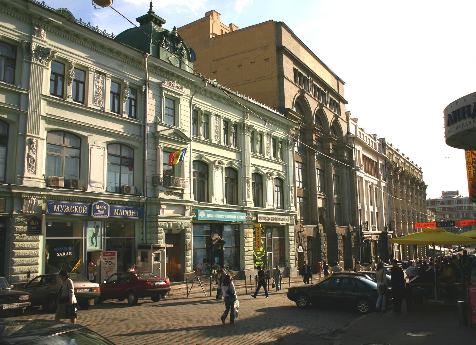 СУХАНОВО с 18 в. до революции 1917 г. усадьба принадлежала князьям Волконским.